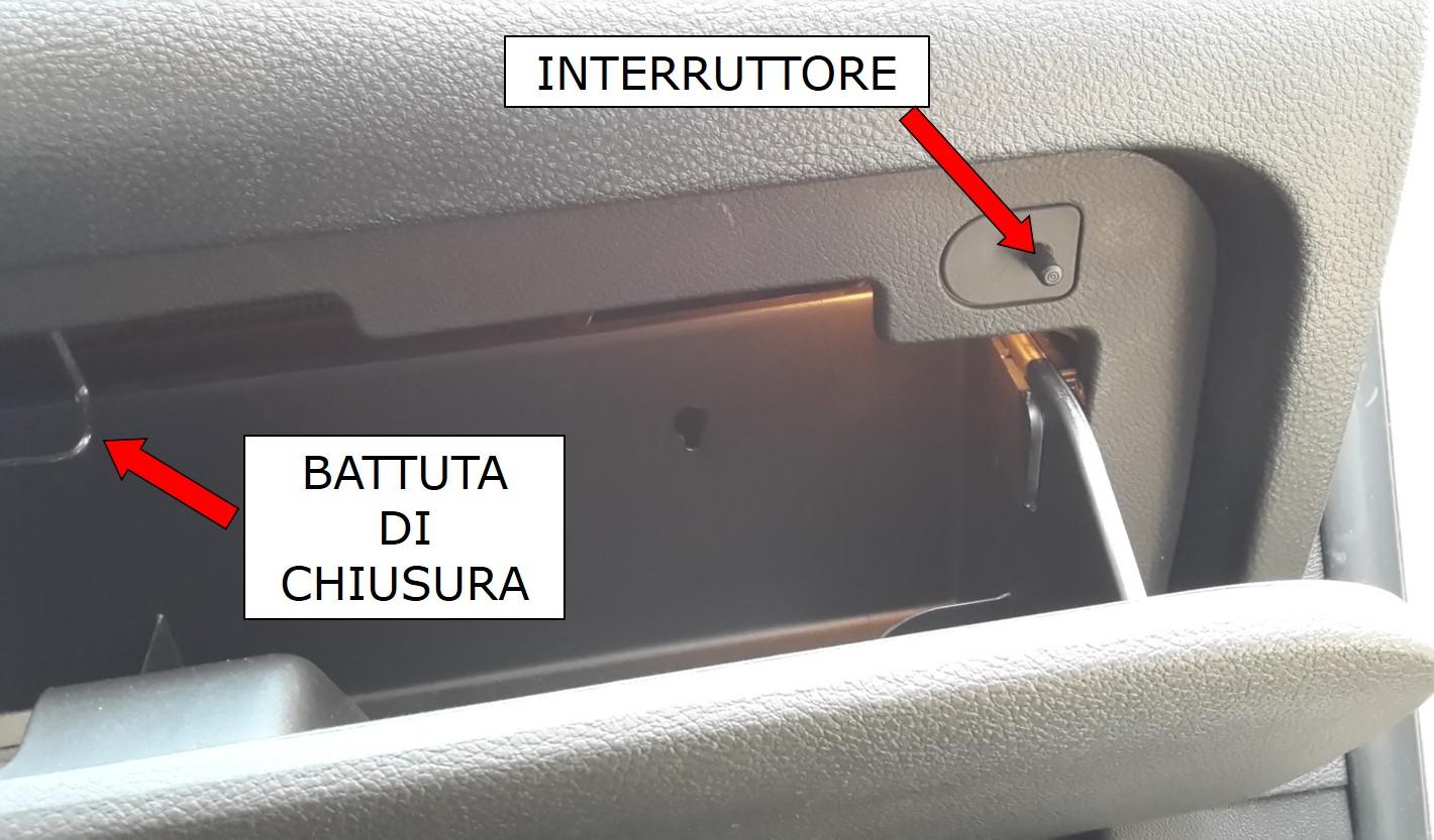 interruttore lampadina : Figura 4: Interruttore lampadina sportello portaoggetti