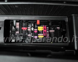1 – Piastra fusibili cassetto portaoggetti
