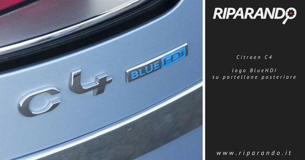 Citroen C4, logo BlueHDI su portellone posteriore