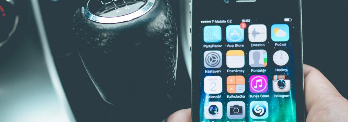 Come usare il cellulare in auto Anteprima - Riparando