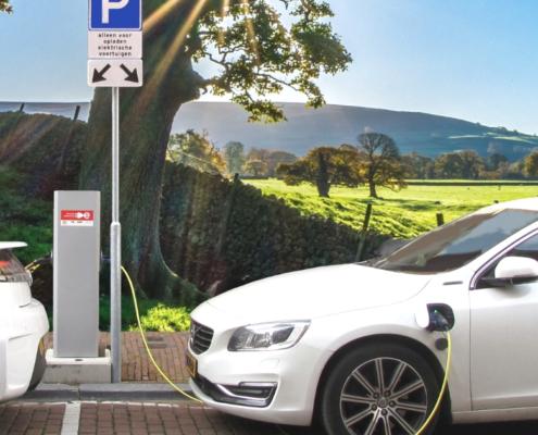 Ricariche per auto elettriche in crescita - Anteprima - Riparando