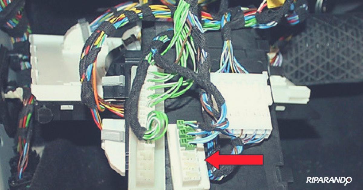 Mercedes-Benz Classe A160 CDI - Connettore intermedio verso CAN-C - Riparando