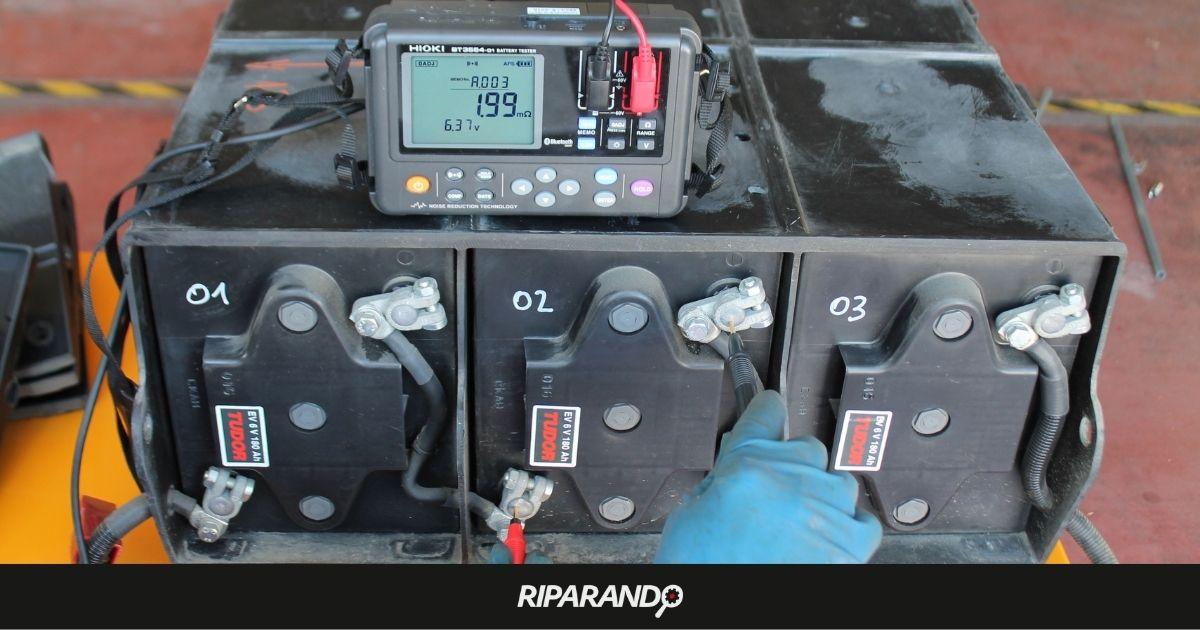Misura di tensione e impedenza interna su batteria nuova su Piaggio Porter